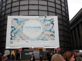 Vor dem Pergamonmuseum