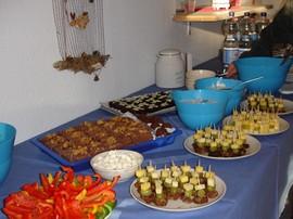 Labyrintus-Teilnehmer bereiteten ein kleines Buffet vor