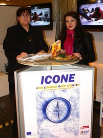 Kristine Hoffmann und Dilfuza Yildiz stellen das Projekt ICONE vor