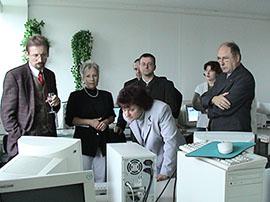 ALN-Präsentation 2002 mit Bürgermeister Hein, links, und Arbeitsamtschef Noack, rechts