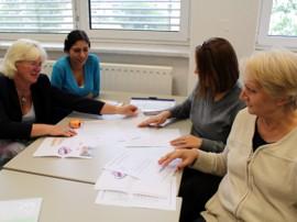 Teilnehmerinnen mit Frau Wiese