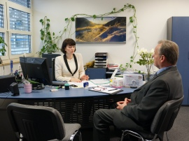 Frau Koster und Herr Dr. Gaube im Gespräch