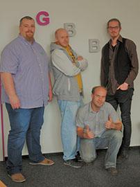 Herr Hoor und drei Teilnehmer der Maßnahme Reifenmonteur